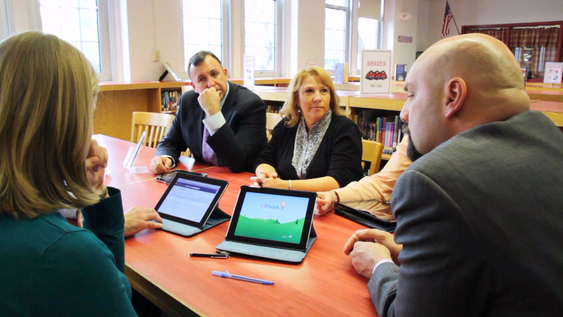 Mineola_Teachers_and_Admins_with_iPads.png